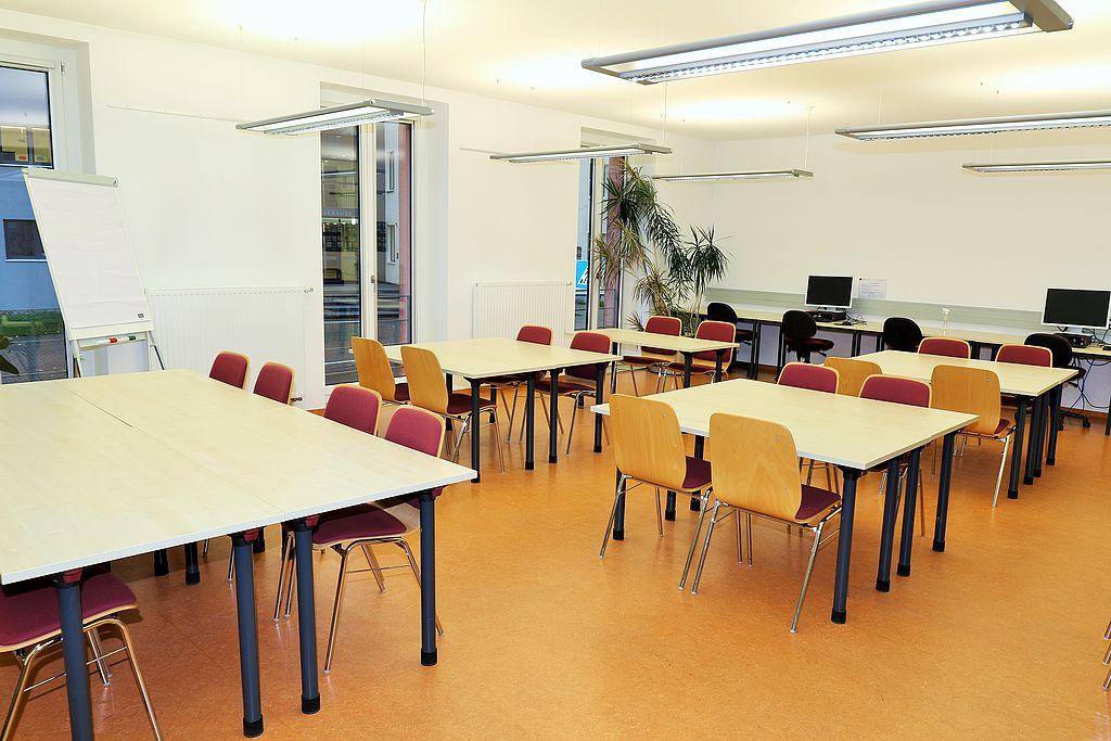 Lesesaal Tische und Stühle