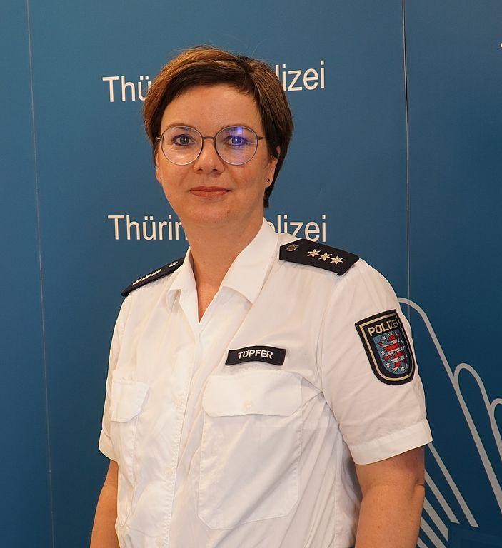 Das Bild zeigt Polizeisprecherin Fränze Töpfer