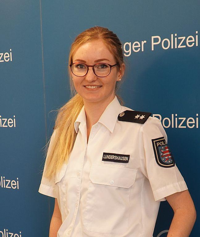Das Bild zeigt Polizeioberkommissarin Vanessa Lundershausen