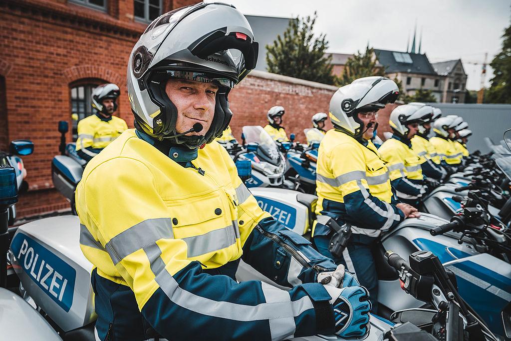 Motorradstaffel der Thüringer Polizei auf dem Hof der Landespolizeidirektion